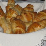 Mini croissant con salmone: gustosi, saporiti e pregiati