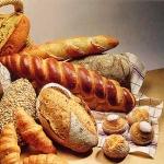 Come riciclare il pane vecchio facendo un tabulè