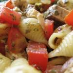 Ricetta estiva: insalata di pasta con pomodori e pesce persico