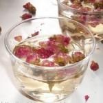 Come realizzare l'acqua di rose in casa