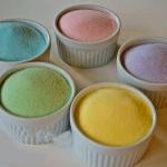 Come fare lo zucchero a velo in casa e come colorarlo