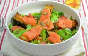 Insalata-con-salmone-verdure