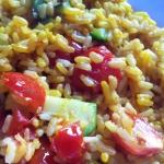 Insalata di riso allo zafferano con verdure