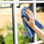 Come pulire i vetri in maniera facile ed economica