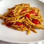 Strozzapreti con pesto di asparagi e pomodorini