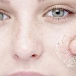 Come fare in casa uno scrub viso