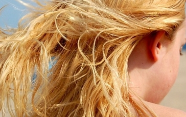 impacchi-capelli-rovinati-estate