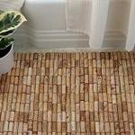 Come realizzare un tappeto con i tappi di sughero