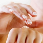 Crema per le mani fai da te per risparmiare e prendersi cura di sé