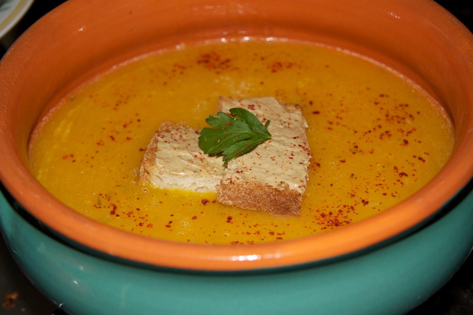Ricette curiose: una densa e cremosa zuppa di zucca