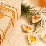Come fare delle decorazioni natalizie con le bucce d'arancia