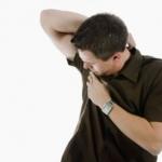 Eliminare la puzza di sudore dai vestiti