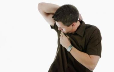 Eliminare la puzza di sudore dalle magliette