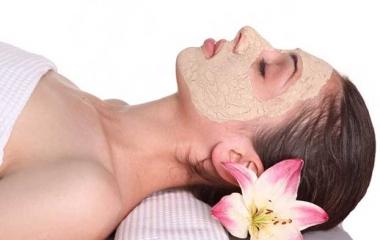 Maschera per il viso alla farina d'avena