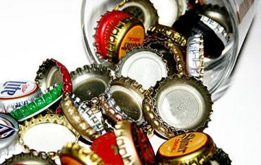 Riutilizzare i tappi della birra
