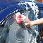 Pulire l'auto da soli