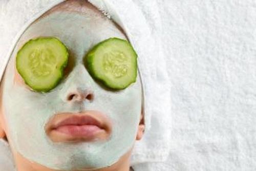 maschera viso con cetriolo