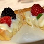 Ricette dolci: tartine di ricotta e frutti di bosco