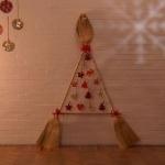 Decorazioni natalizie: realizzare un albero di scope