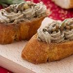 Crostini con mousse di lenticchie e rosmarino