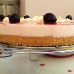 Cheesecake con amarene e panna